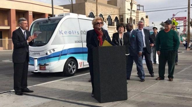 Las Vegas: Sürücüsüz otobüs ilk gününde kaza yaptı